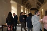 Účastníci semináře při rozhovorech a občerstvení během přestávky